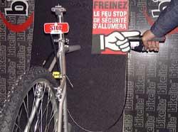 Bikelite : feu stop de sécurité pour vélo (2001) 1
