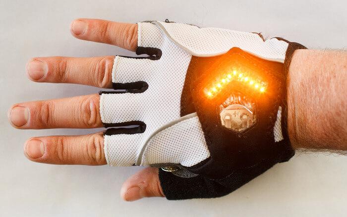 zackees_turn_signal_gloves