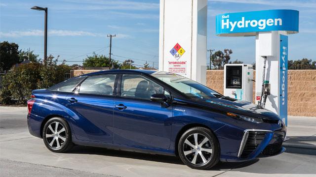 Toyota Mirai : hydrogen fuel cell car 4